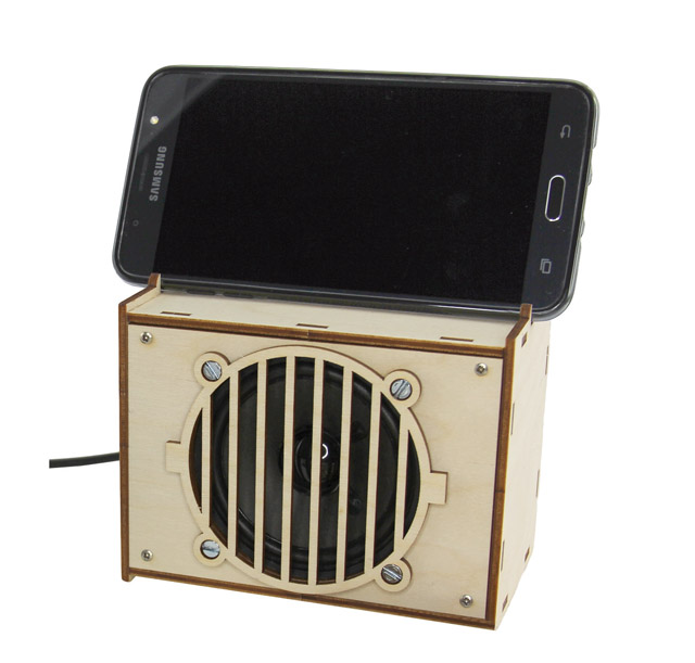 Active speakers for smartphones and MP3 players, soldering kit